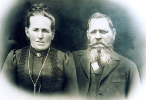 Dorfschullehrer Peter Heinrich Seuffert mit seiner Ehefrau Genovefa, um 1900. Sammlung Weisel, Zeil am Main.